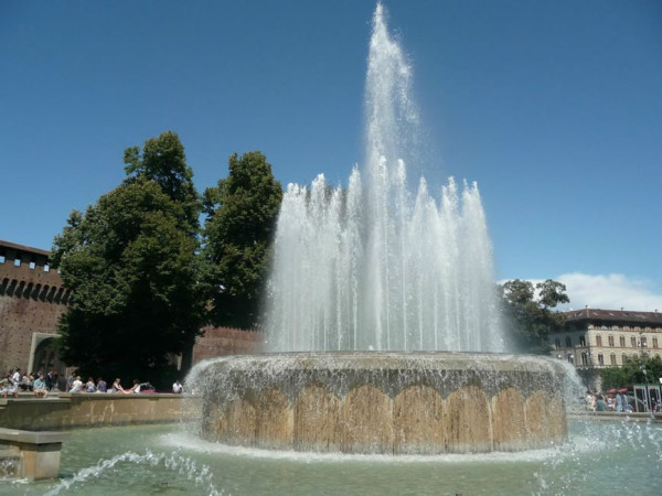 The fountain at the entrance of Castello Sforzesco